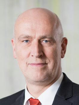 Herr Bernd Lescher